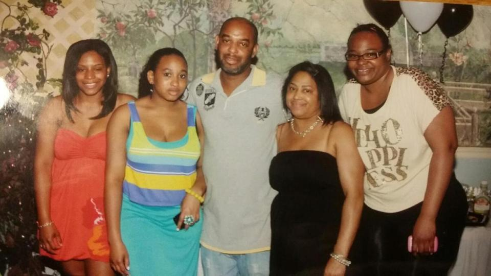 Kelvin Mattocks (center) and his wife and daughters.